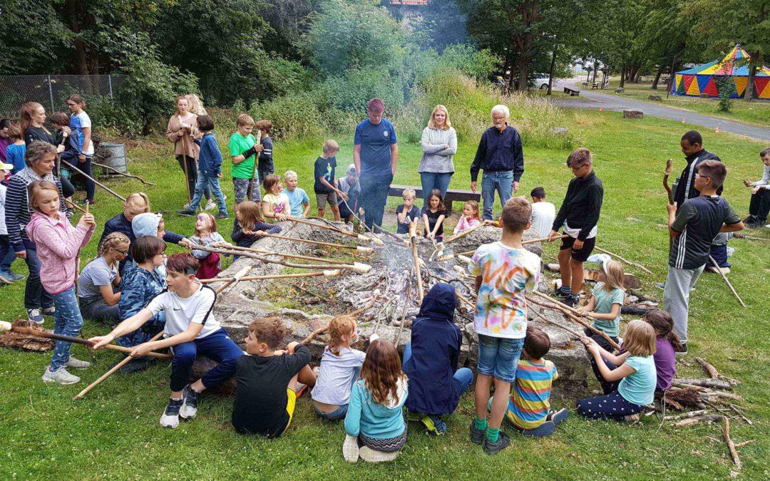 """""""Zauberwelt im Zirkuszelt"""" – 32 Jugendliche gestalten Kinderferienprojekt in Hameln"""