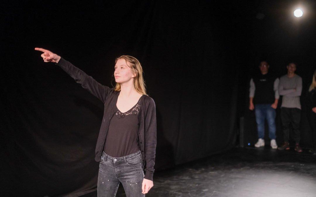 """Das Spielzeitprojekt """"Raumstation"""": Hildesheimer Berufsschüler*innen spielen Theater"""